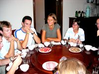 Le soir à l'hotellerie de l'école, de gauche à droite Cédric, Benoît, Sarah et Géraldine.